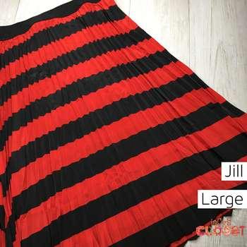 Jill (L)